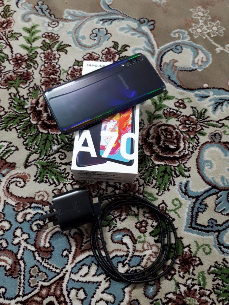 گوشی سامسونگ  A70 اصل ویتنام در حد آک